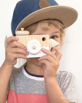 Cámara Fotos MADERA niños blanca fondo ecológica sostenible cripto bitcoin
